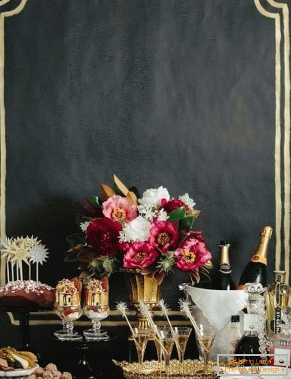 black-decor-on-new-year