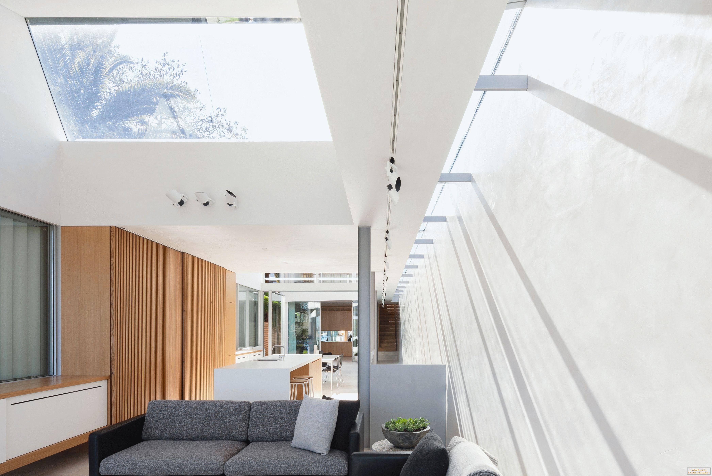 Intérieur dun salon dans une maison étroite de deux étages