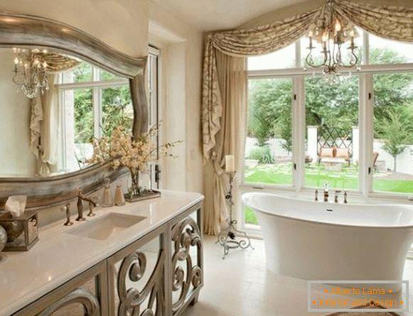 Choisissez Un Beau Miroir Dans La Salle De Bain